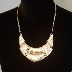 Old Navy gold accent necklace